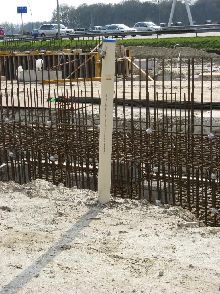Alle bouwwaterleidingen vorstvrij aanleggen en tijdig aftappen.