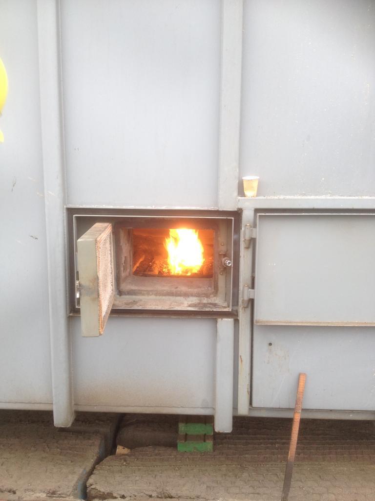 De met houtpellets gestookte oven